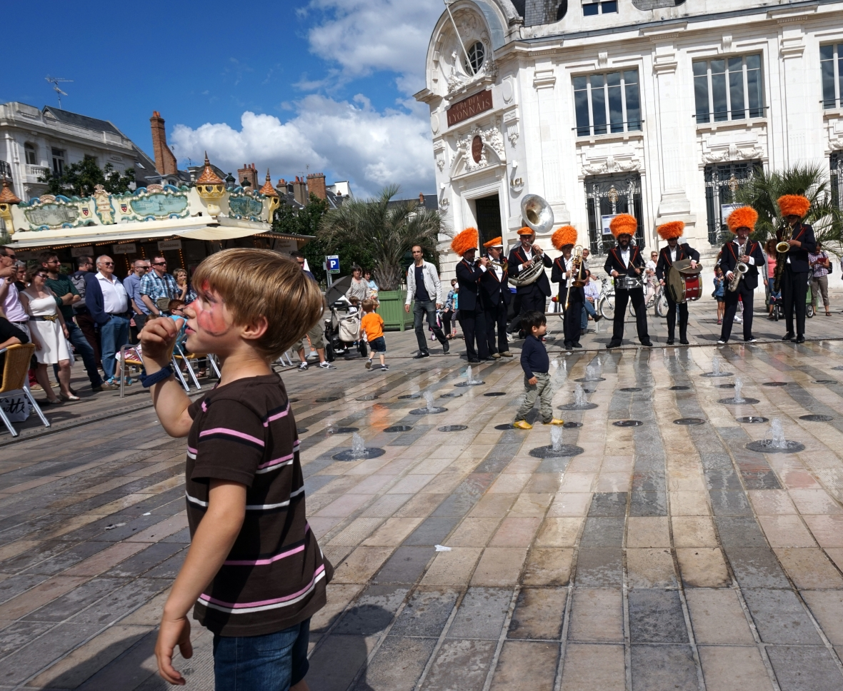 ma petite tribu Dancing in the street 10