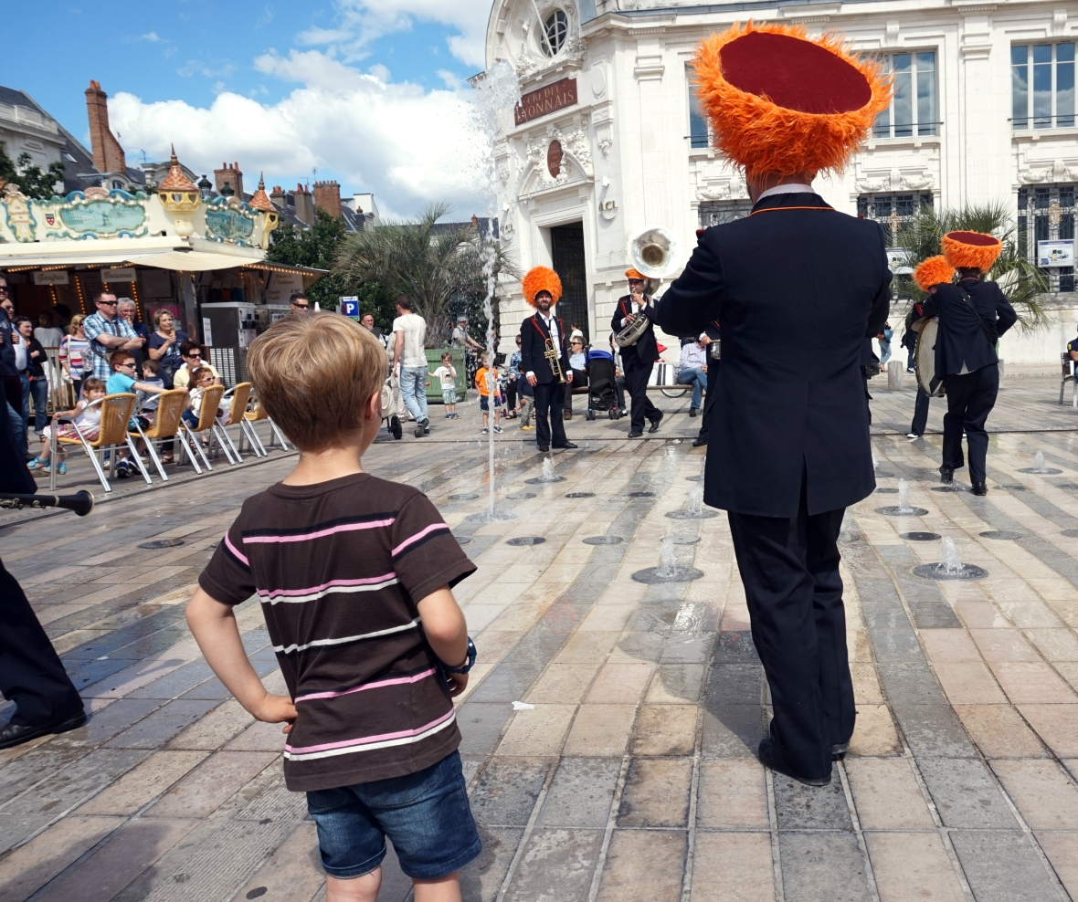 ma petite tribu Dancing in the street 12