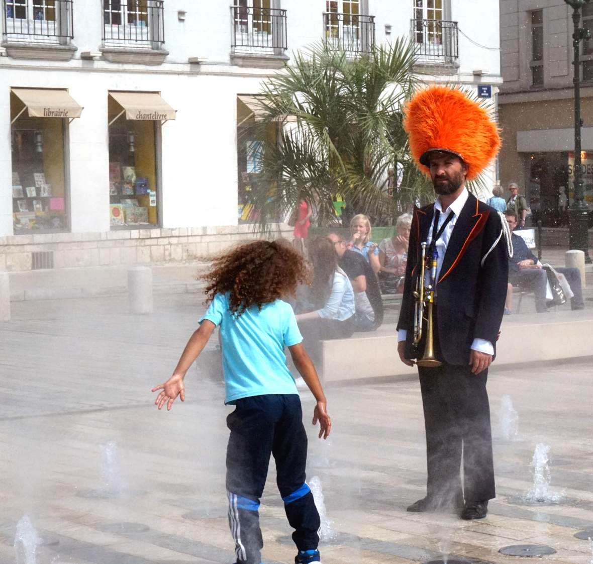 ma petite tribu; Dancing in the street 3