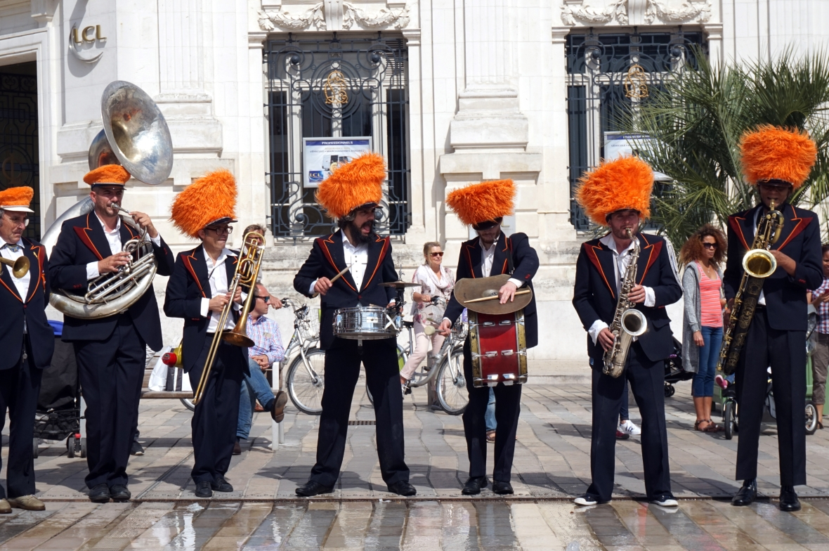 ma petite tribu; Dancing in the street 4.jpg