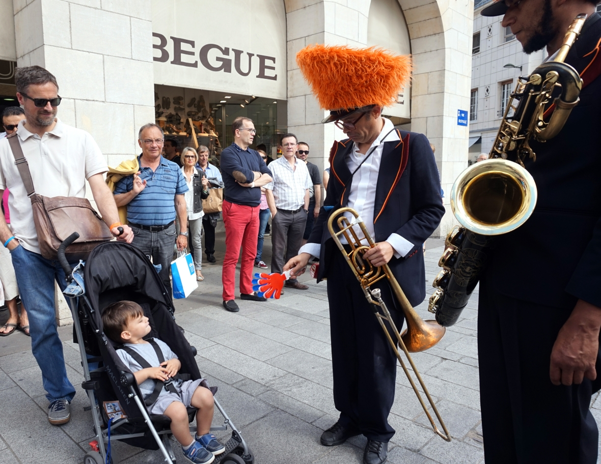 ma petite tribu Dancing in the street 7